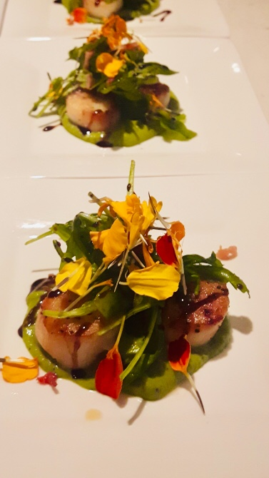 Personal-Chef-Pan-Seared-Scallops-wih-Green-Pea-Puree